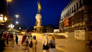 Македонците, смятащи България за враждебна страна, намаляват след пик през есента