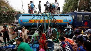 """Най-тежката водна криза в историята"""" на Индия остави милиони хора жадни -  Свят - Дневник"""