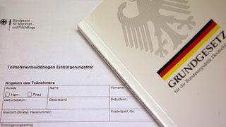 Слово «раса» в немецкой конституции вызвало неожиданный спор