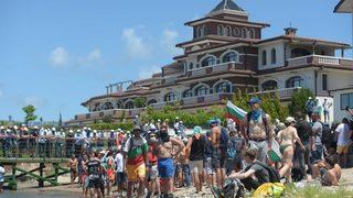 На живо: Масовото ходене на охраняван плаж продължава, симпатизантите на ДПС си тръгват