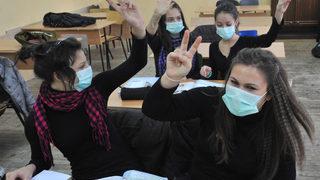 Коронавирусът в България: Пролетна ваканция в две части предлагат работодатели и синдикати