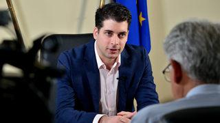 """Въпроси за милиарди евро и главния прокурор: вицепремиерът Пеканов пред """"Дневник"""""""